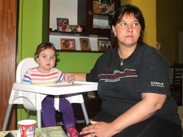 """Matka dvou dětí Blanka Bürgermeister je přinejmenším statečná. Nebojí se veřejně a pod jménem říci svůj názor. """"Lidé by měli vědět, co se tady děje,"""" zdůvodňuje."""