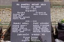 Nová pamětní deska v centru Otic.