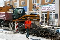 Díky rekonstrukci budou mít řidiči projíždějící Janskou ulicí více místa.