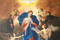 Není to tak dávno, co v kostele sv. Bartoloměje panovala slavnostní nálada. Během mše posvětil karmelitán P. Vojtěch Kodet, kazatel a autor řady knižních titulů s duchovní tematikou, rozměrnou vitráž Panny Marie rozvazující uzly.