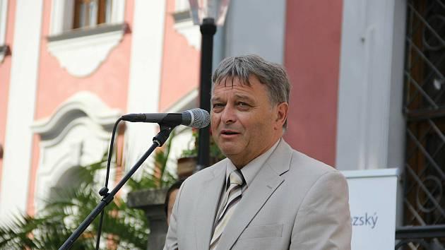 Starosta Velkých Hoštic Alfons Pospiech při předávání ocenění Vesnice roku MS kraje roku 2016.