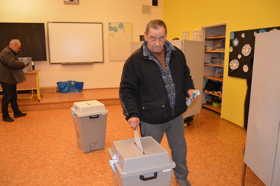 Voliči tradičně odvolili také v Základní škole T. G. Masaryka v Riegrově ulici v Opavě.