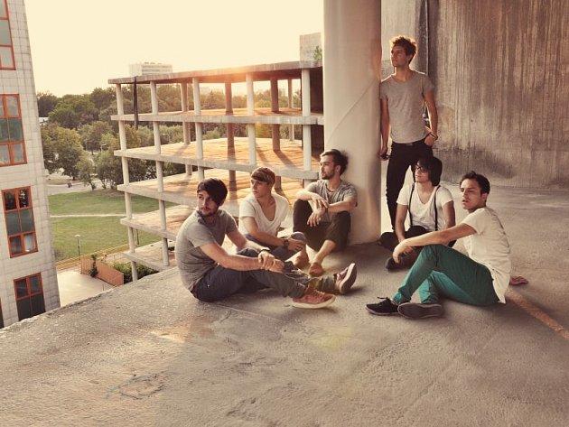Skupina Erika Rácze FiHa se věnuje hudebnímu žánru pop rock.