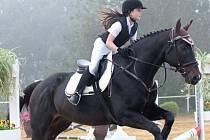 Laura Chovancová na koni Arak obsadila v 1. soutěži krásné 3. místo.