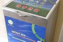 Takové kontejnery na drobné elektro mají k dispozici studenti na Slezské univerzitě.