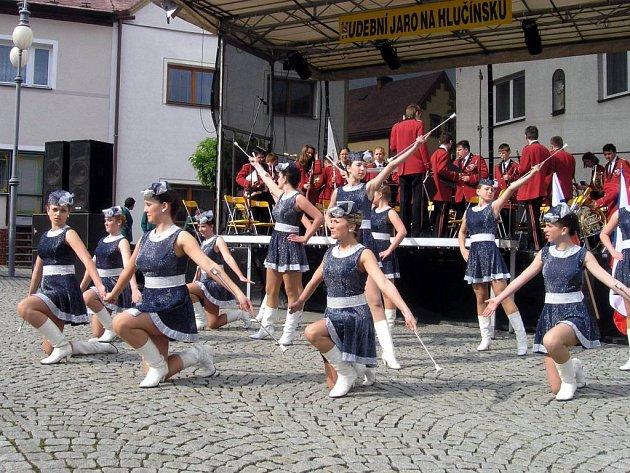 Festival obohatí vystoupení mažoretek.