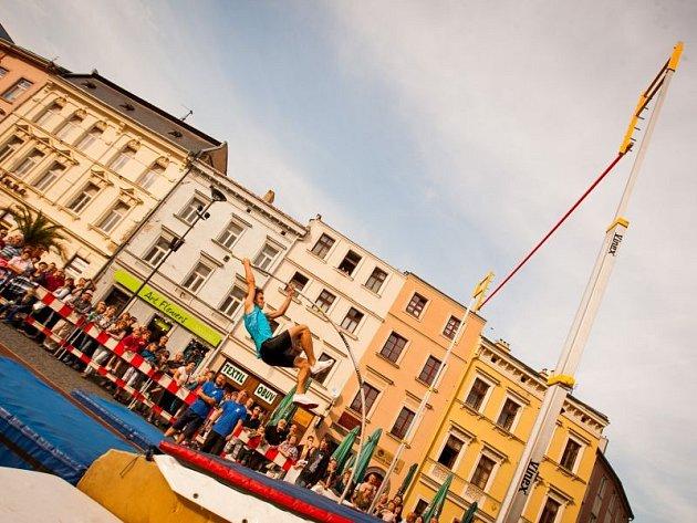 Atletický cirkus na Dolním náměstí.. Ilustrační foto.
