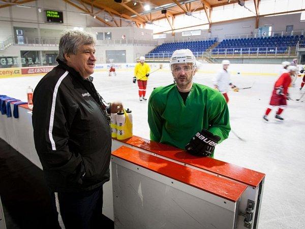 První týden tréninků na ledě má za sebou účastník druhé hokejové ligy zOpavy. Slezan rozbil svůj přípravný tábor vnedalekých Kravařích.