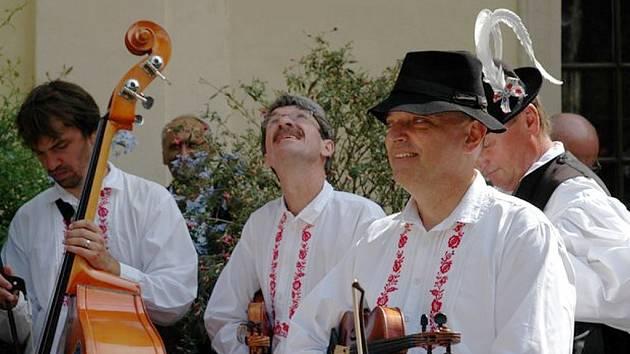 Burčáci z jihomoravských Míkovic budou hosty opavského Výhonku na cimbálovém setkání v Hradci nad Moravicí.