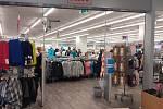 Opava. Otevření obchodů proběhlo hladce. Pondělí 10. května 2021.