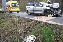 V Děhylově se čelně srazila dvě auta. U nehody zasahoval i vrtulník.