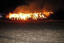 Zapálený stoh slámy způsobil majiteli škodu ve výši dvě stě padesáti tisíc korun.