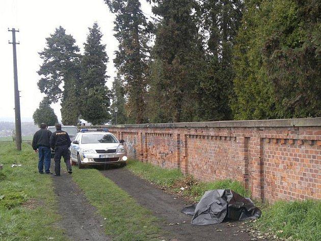 Tělo bylo nalezeno u hřbitovní zdi poblíž opavské vodárenské věže.
