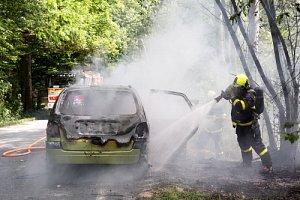 Požár auta ve Skřipově