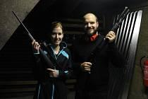 Radim Wagner se svou sestrou Miroslavou si vyzkoušeli střelbu na střelnici v Sudicích.
