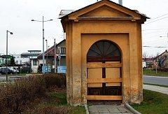 Kaple v Jaktaři u kruhového objezdu je nyní zabezpečena proti nežádoucím návštěvníkům.