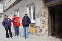 Obyvatelé domu v Nákladní ulici, kde se lahve našly, se netajili svým strachem. Hláska se dokonce snažila pro ně najít nové bydlení, ale neměla úspěch.