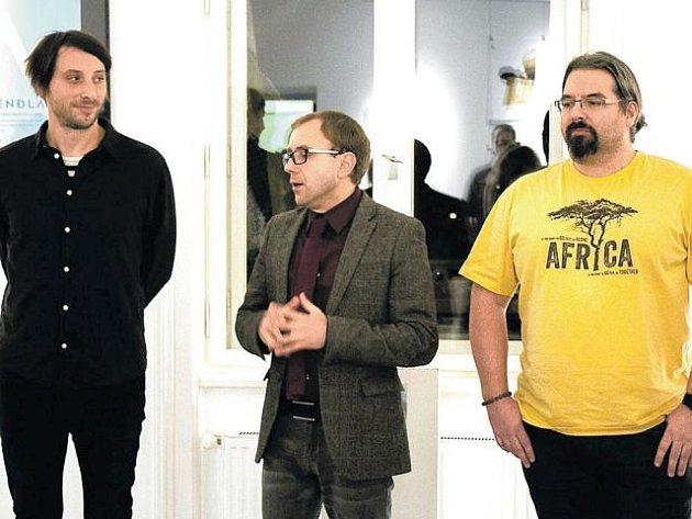 Zakladatelé nakladatelství Perplex na vernisáži výstavy Neposílejte nám už žádné rukopisy v Obecním domě. Zleva Jan Kunze, Dan Jedlička a Martin Kubík.