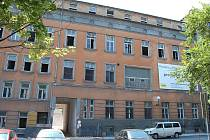 Bývalá nemocnice U Rytířů se mění na bytový dům.