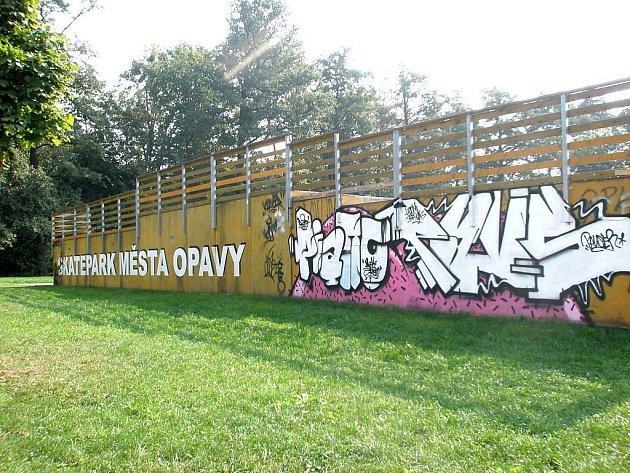 Opavský skatepark v Městských sadech nedávno opět posprejovali vandalové.