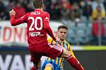 Opava - Zápas fotbalové FORTUNA:LIGY mezi SFC Opava a SK Sigma Olomouc 13. dubna 2019. Šimon Falta (SK Sigma Olomouc), Tomáš Jursa (SFC Opava).