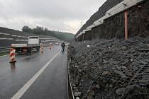 Spadlá obkladová zeď gabion Hrabyně Opavsko
