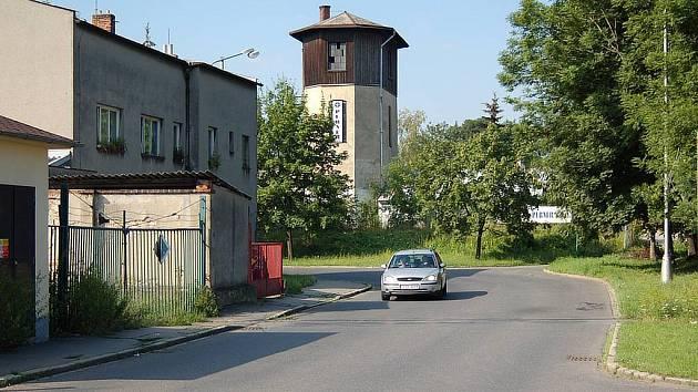 Železniční přejezd na Bochenkově ulici. Již od devadesátých let neplní svou funkci.