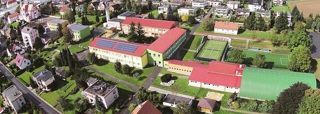 Letecký pohled na ZŠ Bolatice.