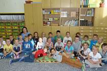 Žáci z I. třídy ve své učebně.