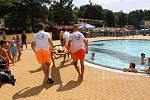 Cvičení plavčíků při záchraně tonoucího chlapce. Ilustrační foto.