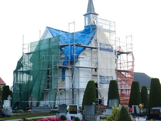 Rekonstrukce hřbitovní kapličky v Dolním Benešově byla doslova nevyhnutelná.