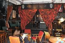 Martině Klézlové se povedlo vytvořit věrné prostředí bývalého klubu na Stodolní ulici v Ostravě Černý pavouk.
