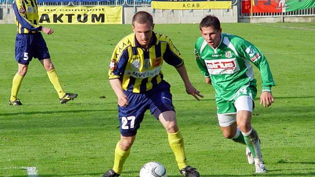 Prvním fotbalistou, který posílil Opavu před nadcházejícím ročníkem druhé ligy je Tomáš Dujka ze Zlína.