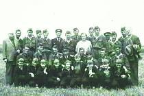 HASIČI z Neplachovic na okrskové soutěži 1958.