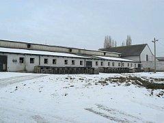 Bývalý areál JZD v Bolaticích již roky chátrá.