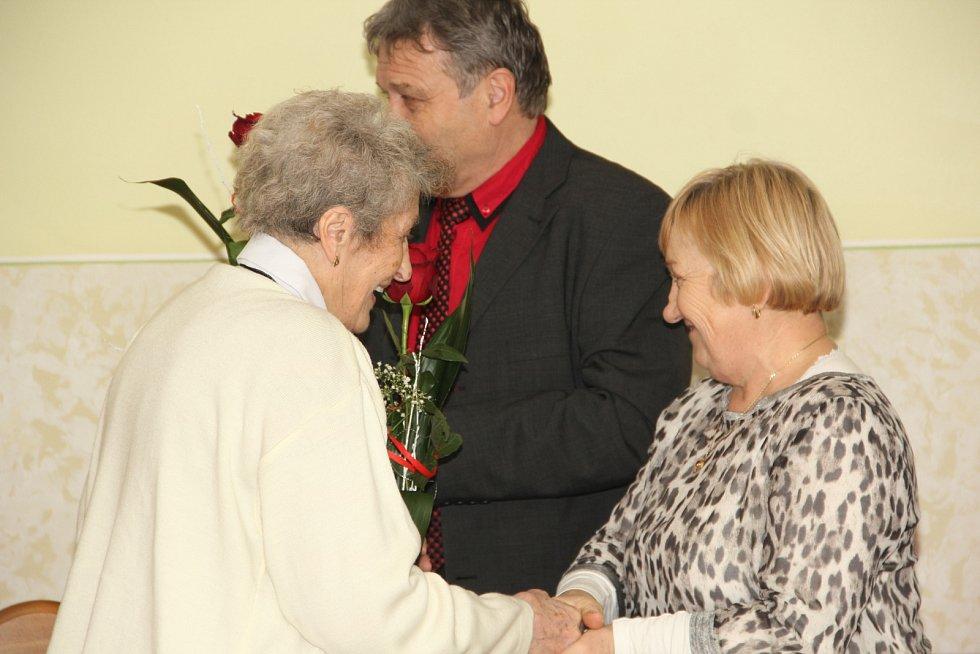 Senior klub Velké Hoštice se stará o kulturní vyžití seniorů v obci.