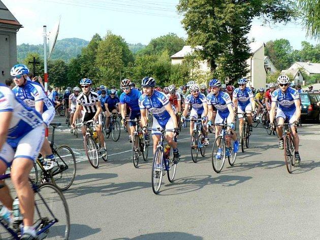 Na start Velké ceny Lašska, která byla devátým závodem Slezského poháru amatérů, se postavilo 116 cyklistů.