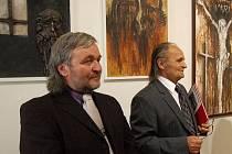 Vlevo sochař Michal Moravec, vpravo Petr Francek, který si vzal úvodní slovo.