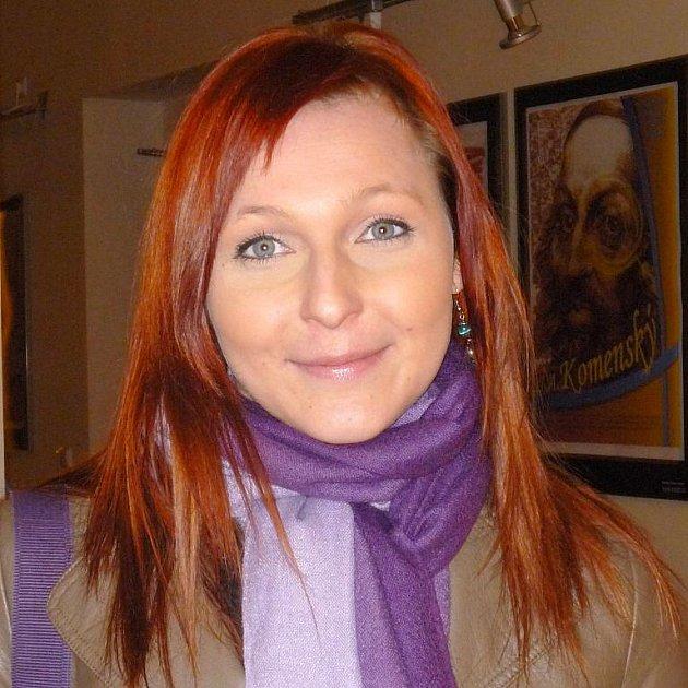 Veronika Bachová, 20 let, studentka, Ostrava: Ani jedno. Já čtu víceméně jen knihy, které musím mít povinně do školy.