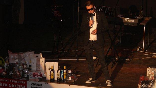 Kazma Kazmtich se vsobotu ujal role moderátora na společenském párty plese Na Rybníčku.