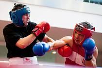 Roman Tichý (červená helma, modré rukavice)