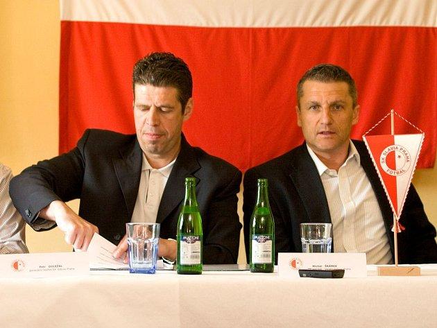 Ve středu dopoledne byla podepsána smlouva o úzké spolupráci hlučínského klubu s pražskou Slavii. V praxi to znamená, že Hlučín se stává farmou SK Slavie Praha.