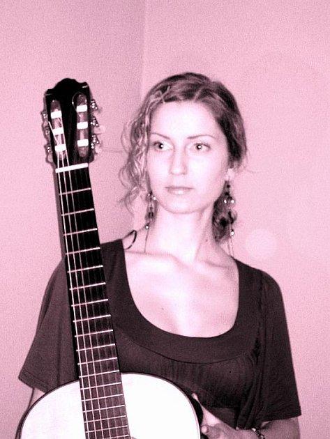 Vítězné skladby zahrála Veronika na kytaru polského výrobce Fryderyka Firly.