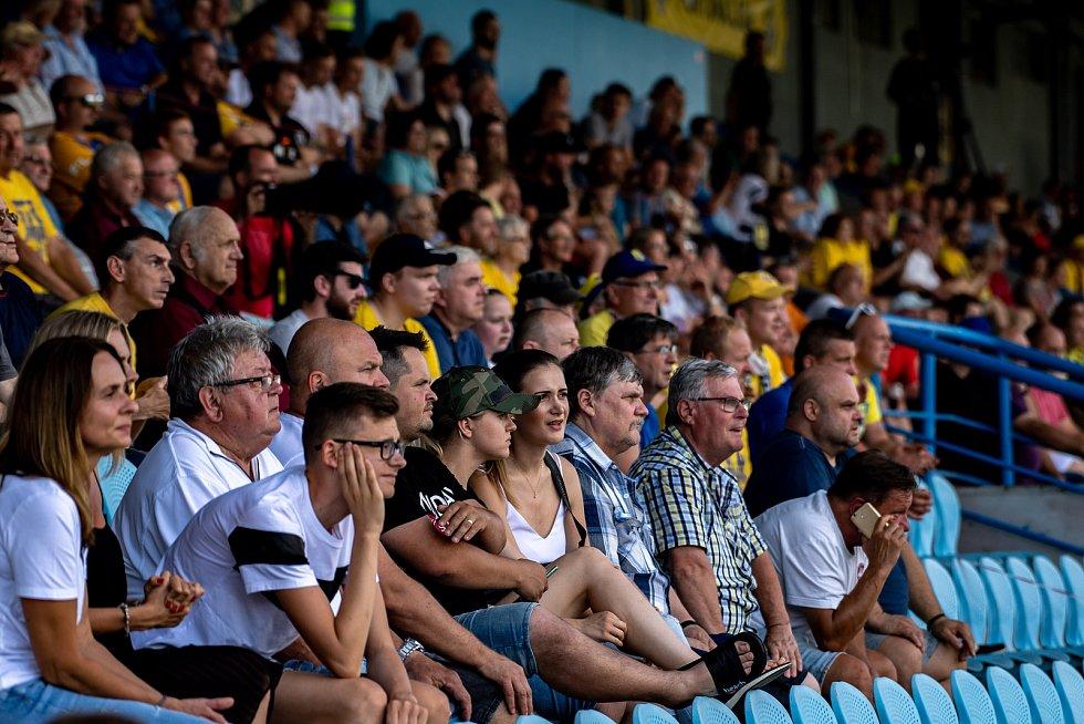 Utkání Fortuna ligy, SFC Opava -1.FK Příbram. Fanoušci domácího týmu. 28.6.2020 v Opavě.