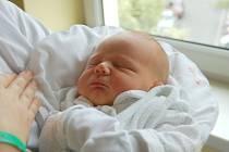 """Patrik Gratza se narodil 18. června, vážil 3,83 kg a měřil 50 cm. Rodiče Hana a Jan svému prvnímu miminku do života přejí: """"Ať ho provází štěstí a zdraví."""""""