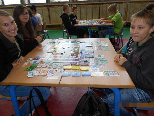 Školáci Základní školy Edvarda Beneše si rozšířili své znalosti v oblasti finanční gramotnosti.