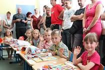 Na ZŠ Miroslava Tyrše v Hlučíně se prvňáčci od září učí v duchu Montessori metody.