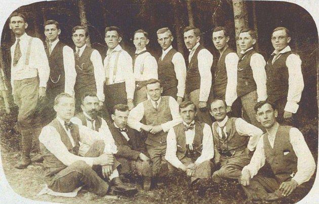 Zakladatelé Sokola Štítina v roce 1919.