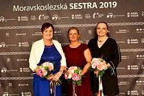 Tři zpěti kategorií ankety Moravskoslezská sestra 2019 vyhrály zdravotní sestry ze Slezské nemocnice vOpavě. Zleva: Jarmila Slaninová, Monika Janáčová, Zuzana Kurková.