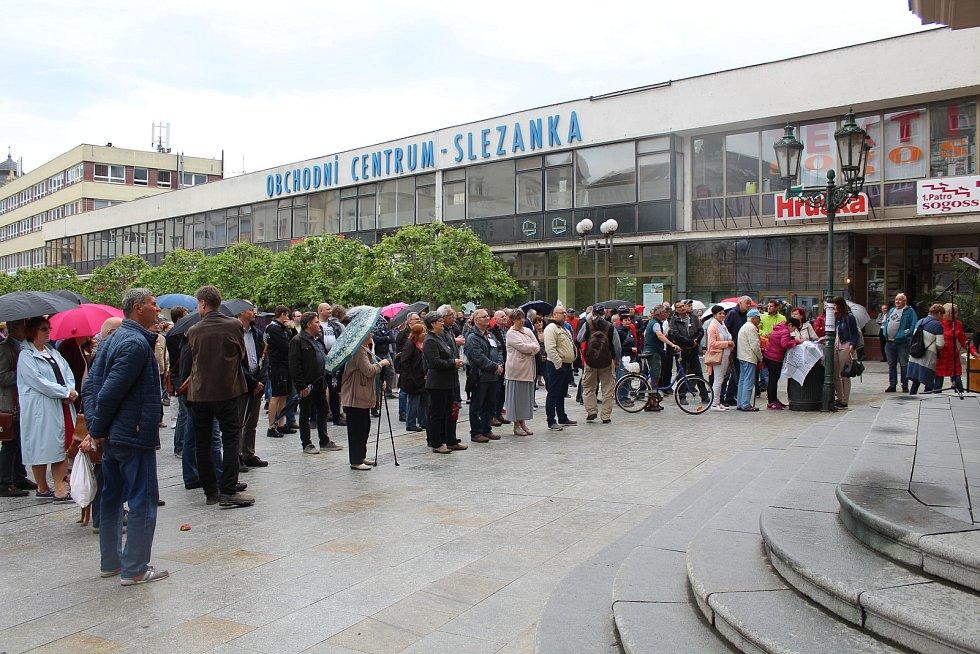 Demonstrace za nezávislou justici a proti vládě v Opavě, 28. května 2019.
